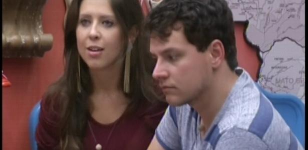 14.jan.2013 - Andressa consola Ivan após indicação ao Paredão