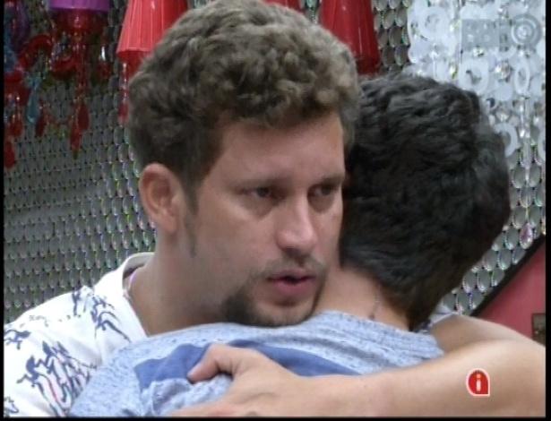 14.jan.2013 - Aslan pede desculpas a Ivan por indicação ao Paredão