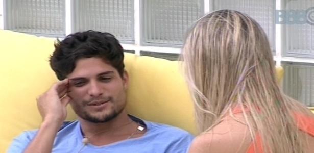 15.jan.2013 - André e Fernanda conversam sobre a situação deles na casa. Ela diz que quer acelerar a relação