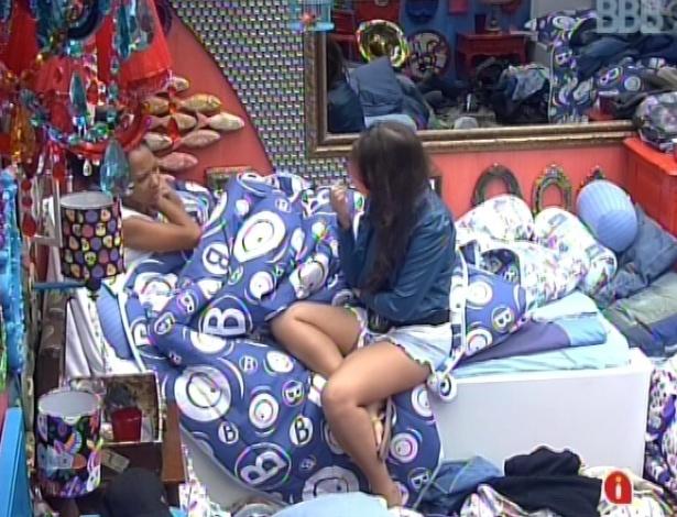 15.jan.2013 - Andressa a Aline conversam no Quarto Brechó sobre o programa