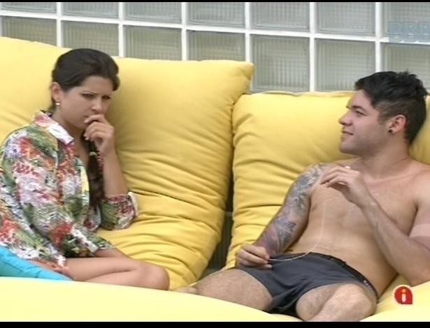 15.jan.2013 - Andressa e Nasser conversam sobre a situação deles na casa e a paranaense confessa ter se encantado com ele
