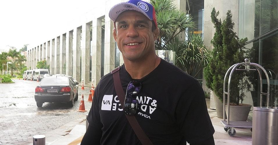 15.jan.2013 - Cansado, Vitor Belfort chega a São Paulo para a disputa do UFC