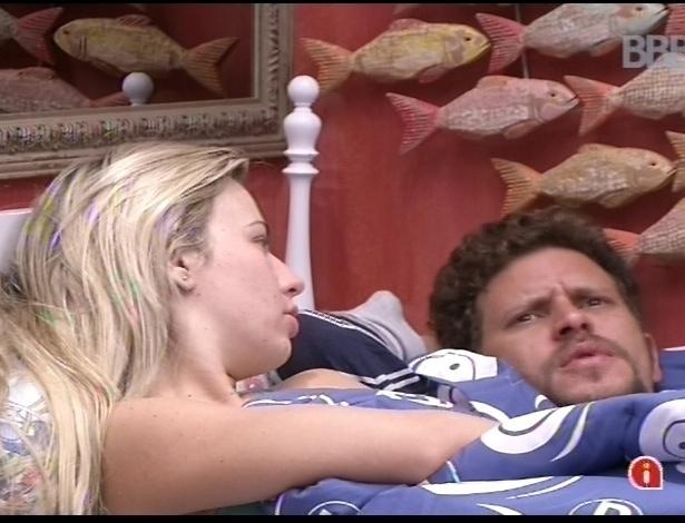 15.jan.2013 - Fernanda e Aslan conversam sobre Aline no Quarto Brechó