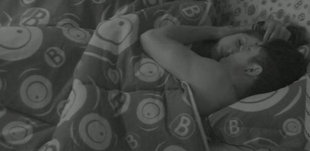 """Andressa e Nasser dormem abraçados pela 2ª noite no """"BBB13"""""""
