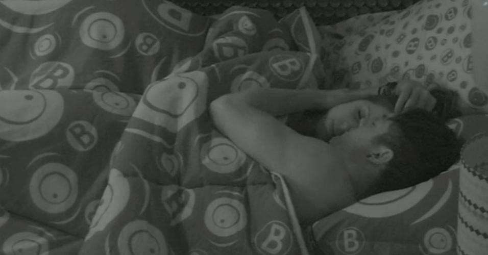 15.jan.2013 - Andressa e Nasser dormem abraçados pela 2ª noite no