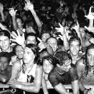 Jan. 1993 - Público espremido contra a grade durante o Hollywood Rock, durante a edição que está comemorando 20 anos - Pisco Del Gaiso/Folhapress