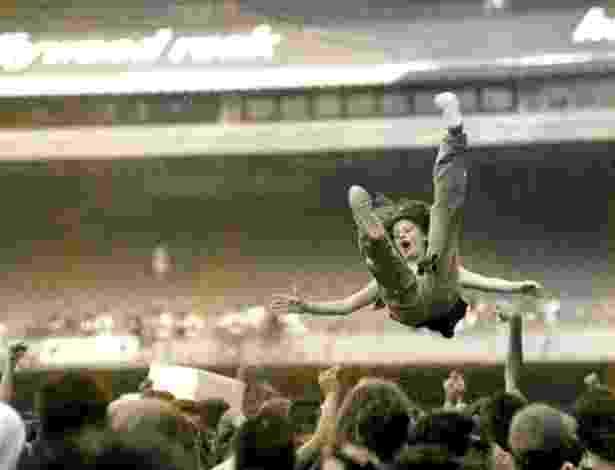 """Jan.1993 - Público pratica mosh durante o Hollywood Rock 93. Evento ficou marcado como a edição """"grunge"""" do festival - Adi Leite/Folhapress"""