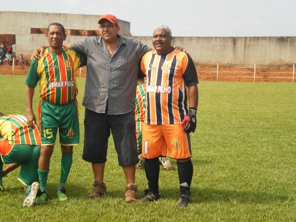 Juca Baleia (dir.) ainda atua em peladas no Maranhão, onde é presidente da AGAP local
