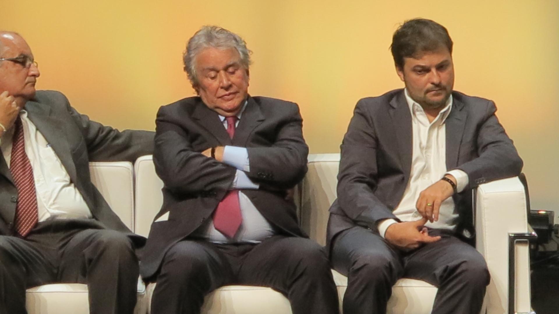 Juvenal Juvêncio cochila durante evento com dirigentes de grandes clubes em São Paulo