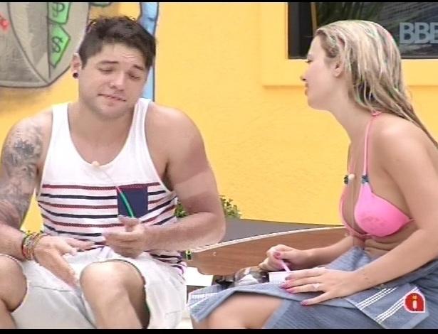 15.jan.2013 - Nasser e Fernanda conversam sobre o André