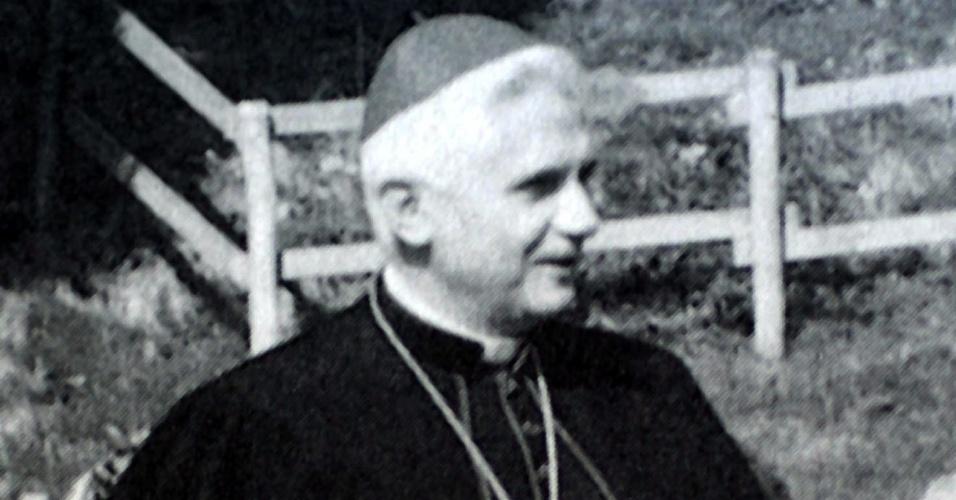 set.1988 - Foto de arquivo de 1988 mostra o alemão Joseph Ratzinger