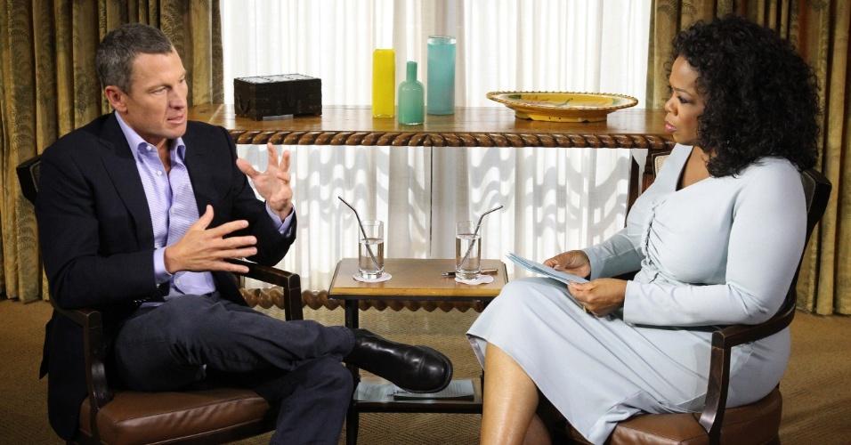 14.jan.2013 - Ex-ciclista Lance Armstrong (e) concede entrevista à apresentadora norte-americana Oprah Winfrey sobre as acusações de doping e os títulos que lhe foram cassados