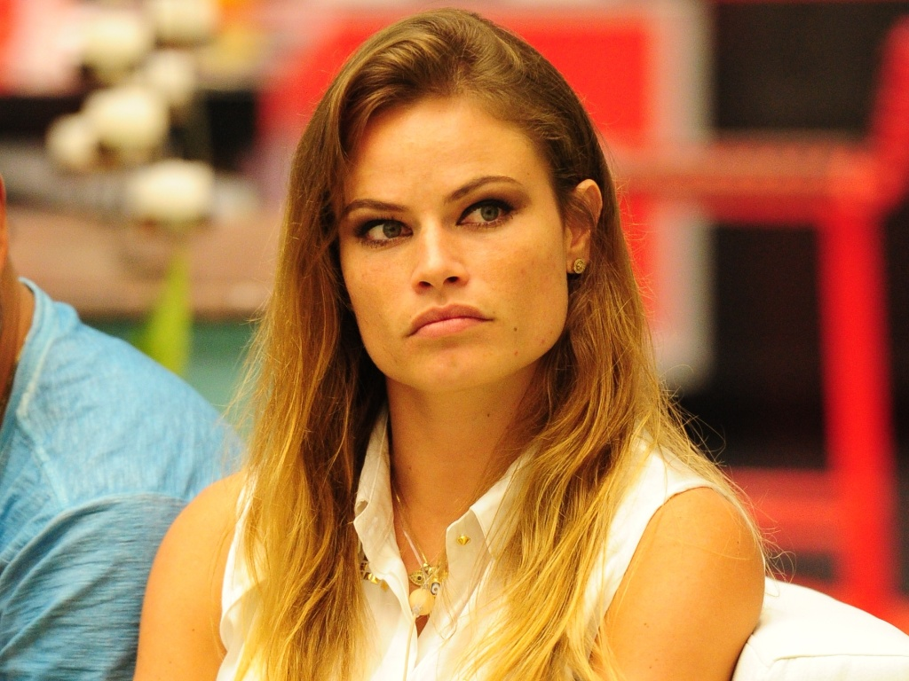 15.jan.2013 - Natália Casassola acompanha a primeira eliminação do