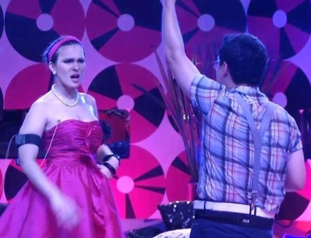 16.jan.2013 - Enquanto Kamilla canta, Ivan dança ao som de Calvin Harris