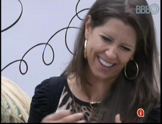 16.jan.2013 - Andressa pede conselhos à Fani sobre relacionamento com Nasserr