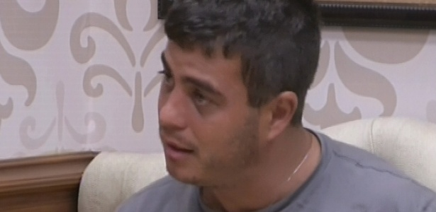 16.jan.2013 - Dhomini conversa com Anamara após briga entre a sister e Eliéser