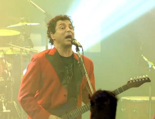 """16.jan.2013 - Frejat é o vocalista do Barão Vermelho e anima os participantes do """"BBB13"""""""
