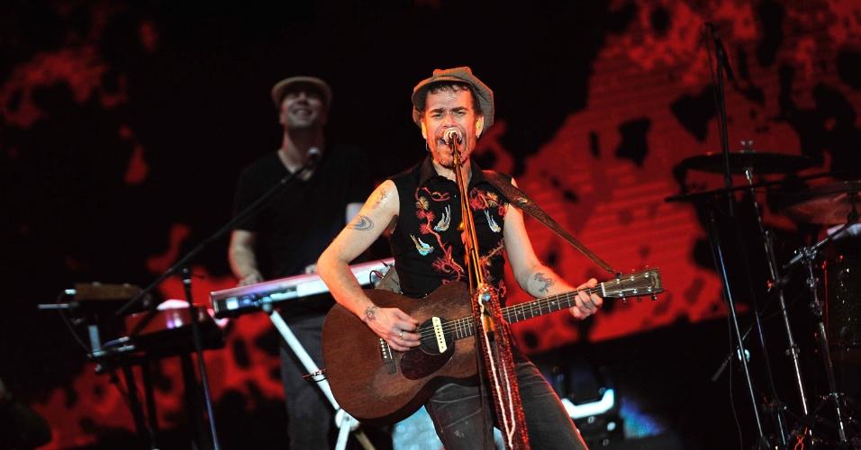 16.jan.2013 - Nando Reis se apresenta no Festival de Verão