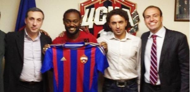 16.jan.2013 - Vagner Love é apresentado pelo CSKA, da Rússia