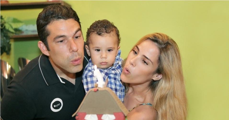 16.jan.2013 - Wanessa e o marido, Marcus Buaiz, celebraram o primeiro ano do filho, José Marcus, com festa na fazenda da família em Goiânia