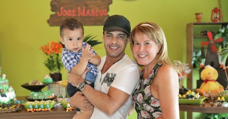 16.jan.2013 - Zezé di Camargo e a ex-mulher. Zilú, prestigiaram o aniversário do neto, José Marcus que teve como tema a fazenda