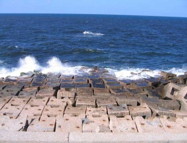Alexandria é a segunda maior cidade do Egito, estendendo-se por 32 quilômetros pela costa mediterrânea do país