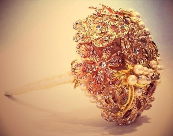 Imagem de buquê de noiva com broches da Buquê de Broches