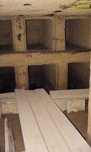 Interior das catacumbas de Kom El-Shuqafa, datadas dos séculos 1 e 2 d.C., com influência grega e romana, na cidade de Alexandria, no Egito