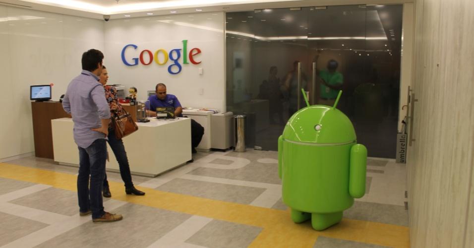 Na recepção da nova sede do Google em São Paulo, há um pequeno robô símbolo do Android, sistema operacional da companhia para dispositivos móveis