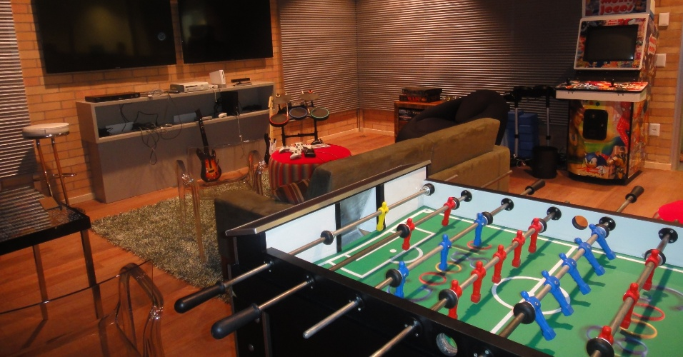 Nova sede do Google, no Itaim Bibi (SP), ocupa três onde 300 funcionários trabalharão. Nas instalações da companhia, há videogames, sala de massagem, restaurantes e mesa de sinuca. Há até uma Kombi com frutas