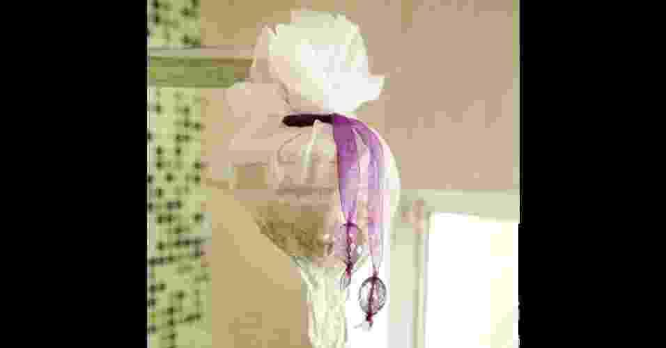 sachê com sais de banho aromáticos para pendurar no chuveiro - Fabiano Cerchiari/UOL