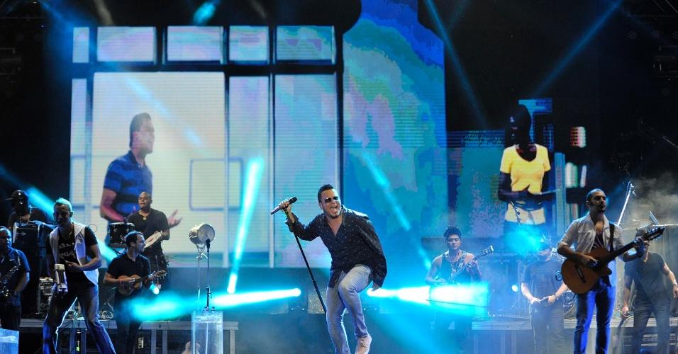 16.jan.2013 - Grupo Sorriso Maroto fecha o primeiro dia de shows do Festival de Verão 2013. O Festival de Verão, que comemora sua 15ª edição, acontece entre os dias 16 e 19 de janeiro no Parque de Exposições de Salvador, na Bahia