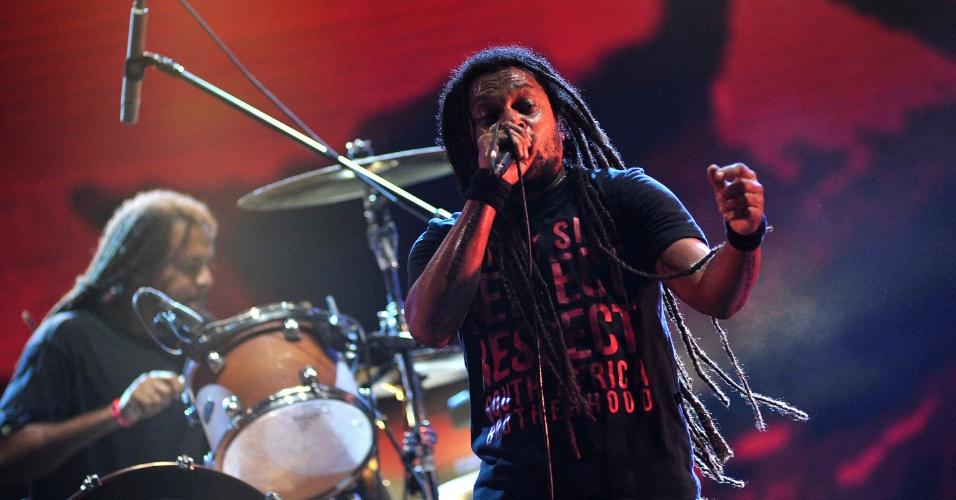16.jan.2013 - Marcelo Falcão comanda a festa do Rappa no Festival de Verão, em Salvador
