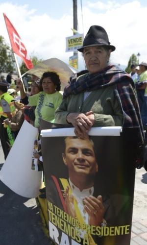 17.jan.2013 - Apoiadora do presidente do Equador, Rafael Correa, participa de campanha eleitoral em Machachi (Equador)