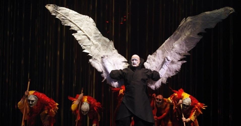 17.jan.2013 - Artista se apresenta no Cirque du Soleil,  em Lima (Peru)