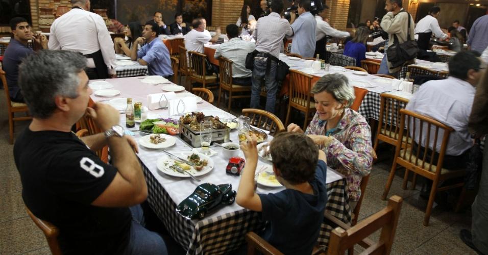 17.jan.2013 - PT realiza jantar em Brasília para pagar multas de condenados no mensalão