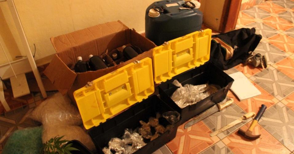 17.jan.2013- A polícia estourou um laboratório de drogas,  região de Perus, zona oeste de São Paulo. Duas pessoas foram presas no local