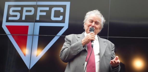 Presidente do São Paulo, Juvenal Juvêncio discursa durante evento