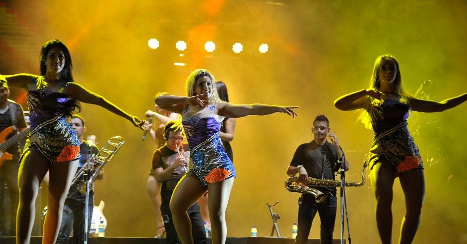 17.jan.2013 - Grupo Aviões do Forró se apresenta no segundo dia do Festival de Verão 2013, em Salvador. O festival, em sua 15ª edição, acontece até o dia 19 de janeiro no Parque de Exposições