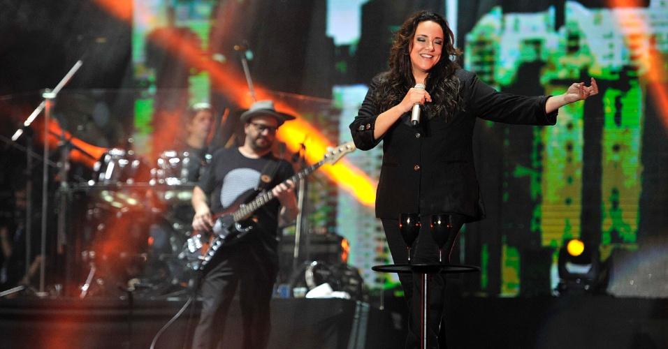 18.jan.2013 - Ana Carolina durante apresentação no terceiro dia do Festival de Verão 2013, em Salvador. O festival, em sua 15ª edição, acontece até o dia 19 de janeiro no Parque de Exposições
