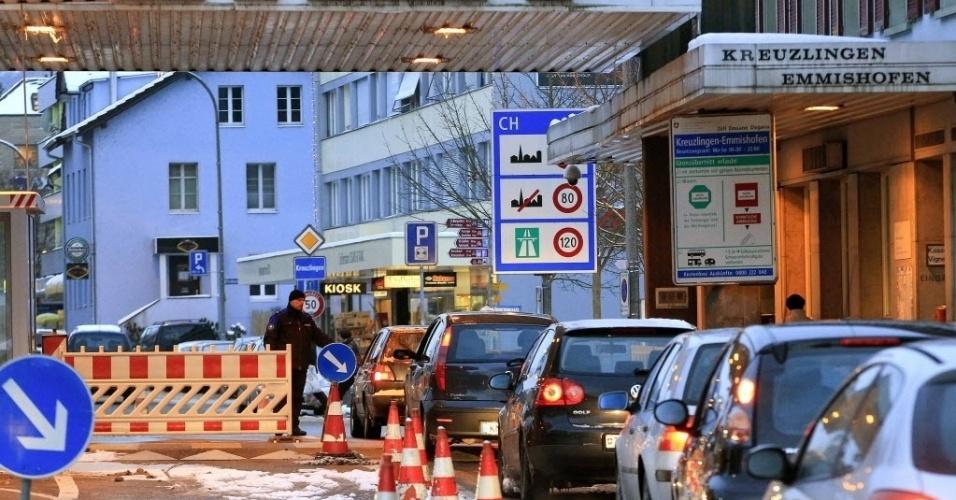 18.jan.2013 -  Controle de tráfego de veículos em Konstanz, na fronteira entre Alemanha e Suíça
