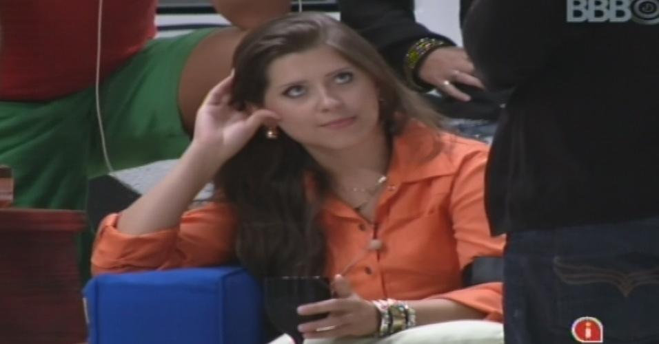 18.jan.2013 - Em jogo da verdade, Andressa revela que trairia o namorado dentro do confinamento