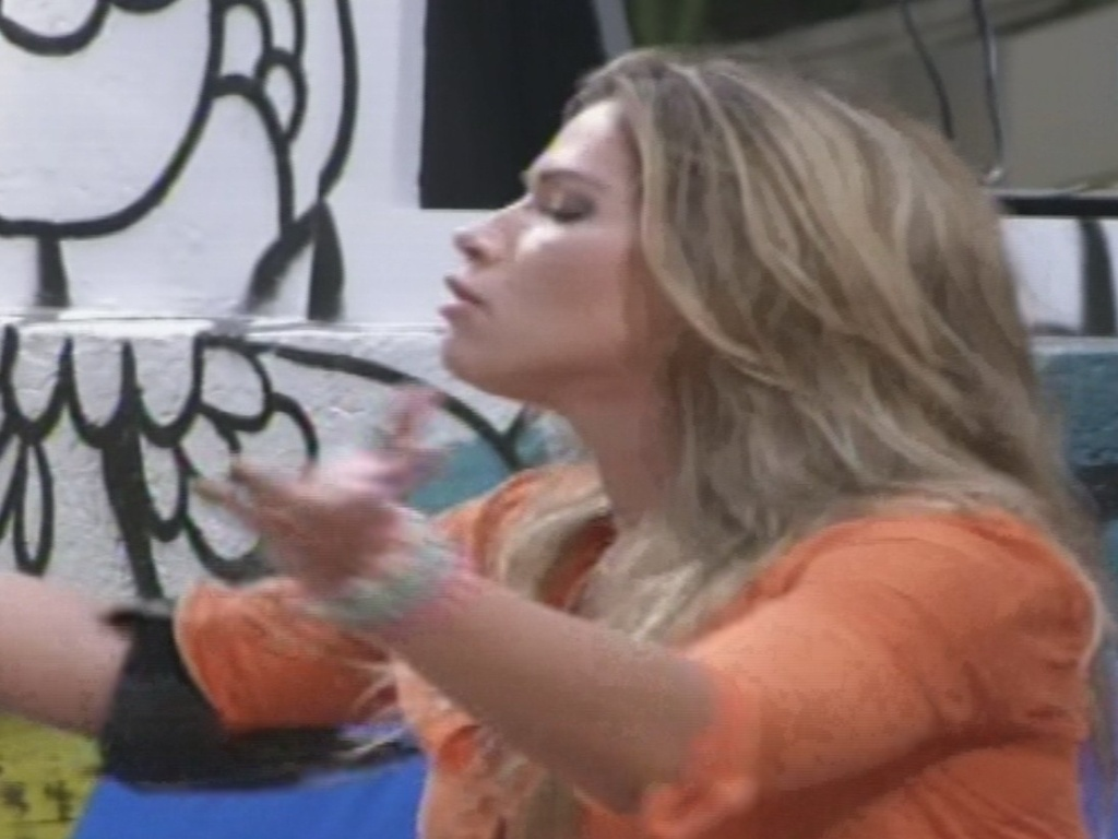 18.jan.2013 - Fani se irrita com Kamilla após sister ter tentado envolvê-la na