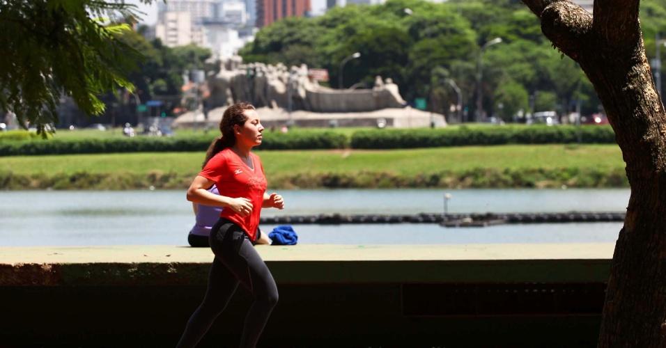 18.jan.2013 - Movimentação de paulistanos no Parque do Ibirapuera, zona sul de São Paulo (SP), na manhã desta sexta-feira (18). A temperatura na capital paulista é de 25ºC