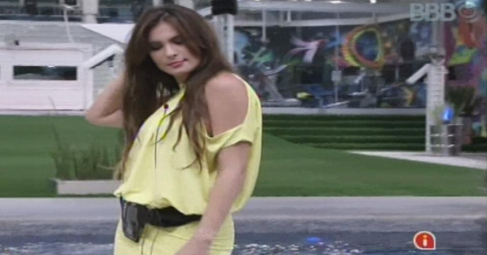 18.jan.2013 - No jogo da verda, Kamilla diz que ficaria com Marcello se ele fosse solteiro