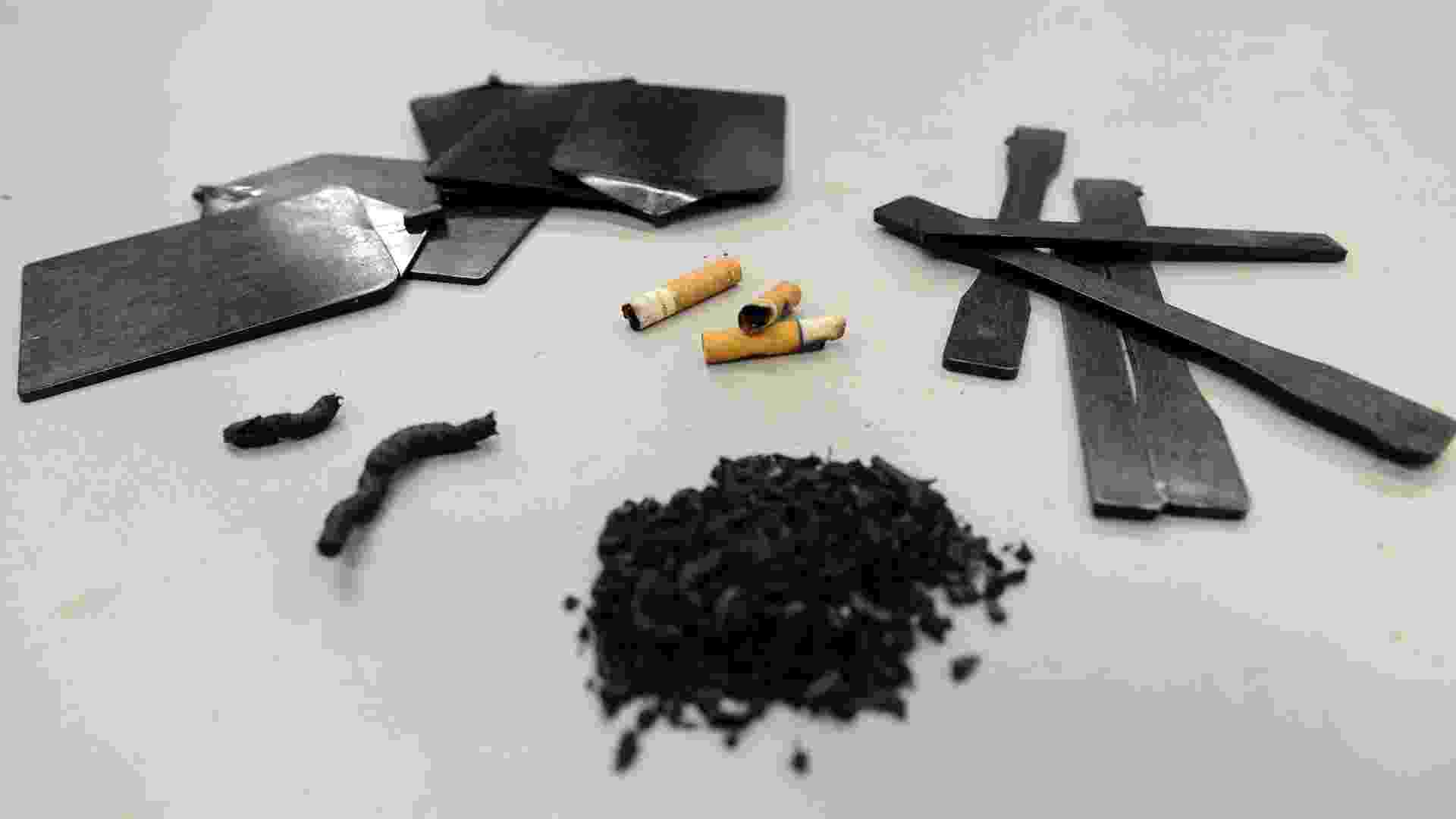 18.jan.2013 - Programa de reciclagem transforma pontas de cigarro em plástico. As cinzas são esterilizadas e dissecadas, misturando o papel e o tabaco, enquanto o acetato de celulose, material plástico usado no filtro, é fundido e reciclado. Segundo o criador do projeto, o empresário Tom Szaky, os cigarros são a principal fonte de resíduos mundial e respondem por 37% de tudo o que as pessoas jogam fora - Emmanuel Dunand/AFP