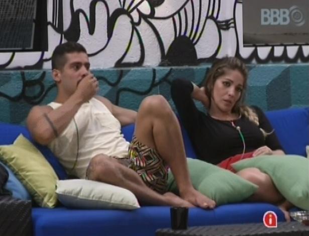 Anamara comenta com Yuri que pode ser alvo de Ivan de próximo paredão
