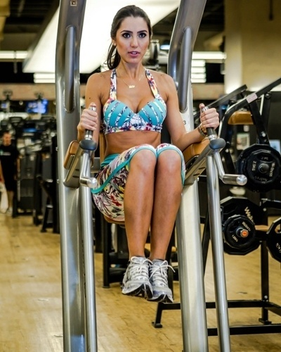 Kelly Baron - Casa de vidro BBB 13 - abdominal infra barra fixa