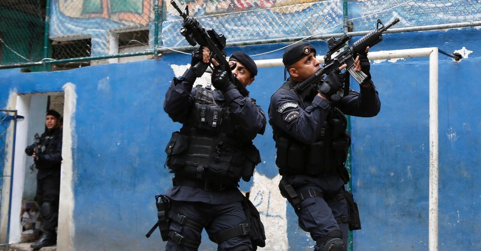Policiais do Bope (Batalhão de Operações Especiais) utilizam a comunidade Tavares Bastos, na zona sul do Rio, onde está situado o quartel-general da elite da PM do Rio, para treinar táticas de incursão