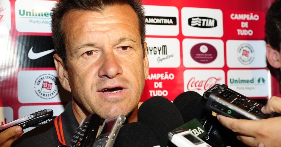 Técnico Dunga durante entrevista coletiva na pré-temporada do Inter, em Gramado (18/01/13)